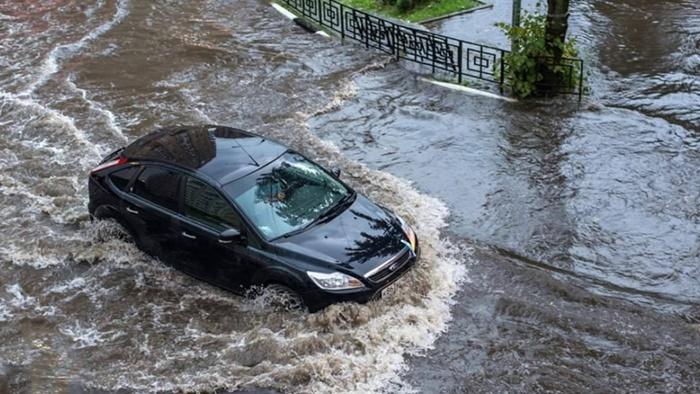 ผ้าเบรกเปียกน้ำ เกิดขึ้นหลังขับรถลุยน้ำท่วม