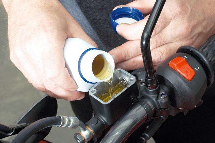น้ำมันเบรกรั่ว มีสาเหตุมาจากการเสื่อมสภาพของน้ำมันเบรก