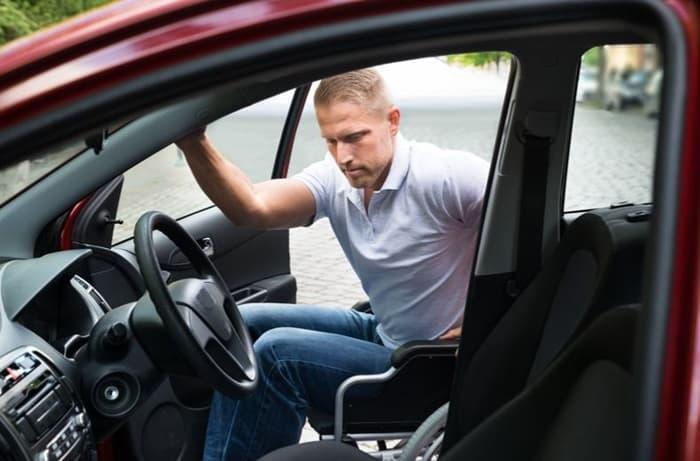 รถของผู้พิการใช้ขับจะได้รับการดัดแปลงให้เหมาะสมกับแต่ละบุคคล