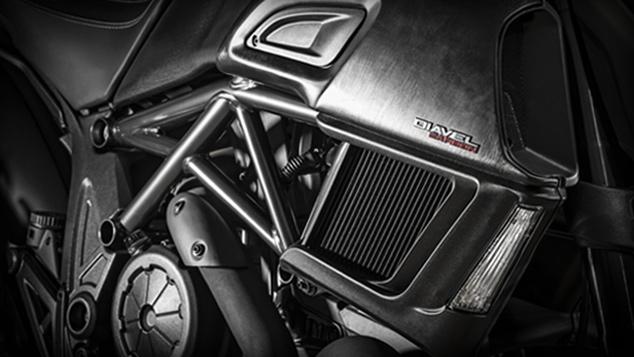 Focus_Diavel-Carbon_MY2016_Motore-Doppi-radiatori_634x357_[634x357>