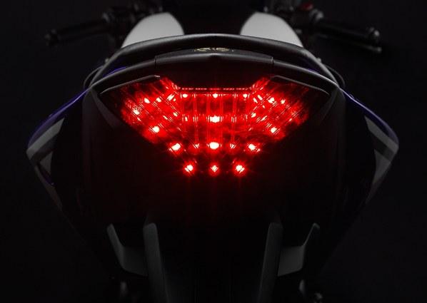 Yamaha-YZF-R25 (3)