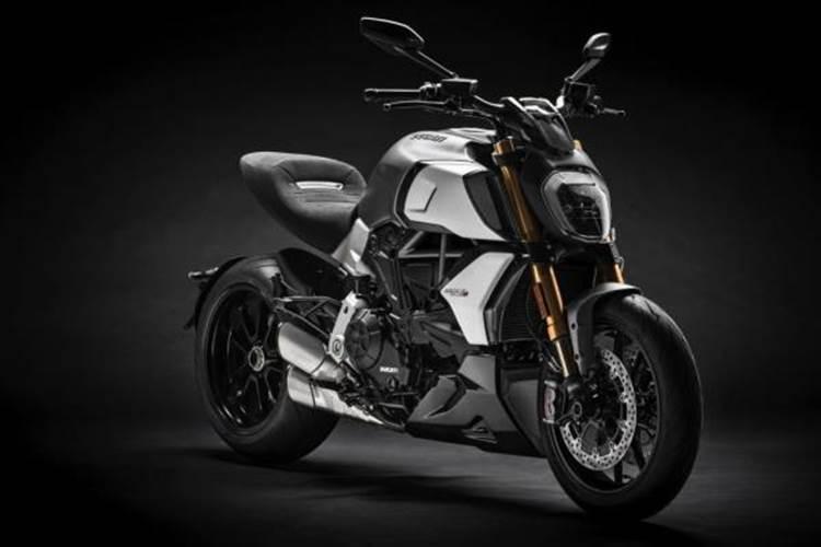 Ducati Diavel 1260 มาพร้อมกับเครื่องยนต์ ขนาด 1,262 ซีซี
