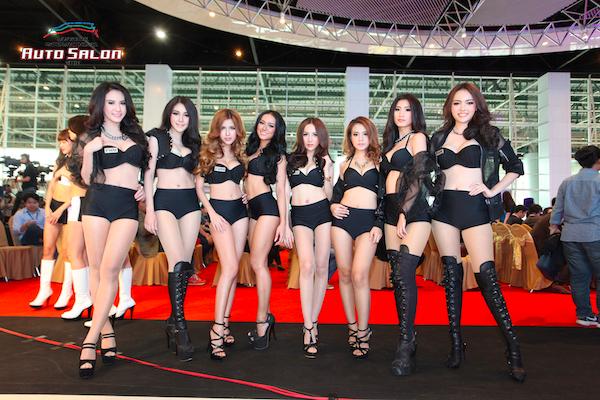 สาวสวยเต็มงานทั้งไทยและเทศ ถูกใจหนุ่ม ๆ ที่มาเดินชมในงานอย่างแน่นอน