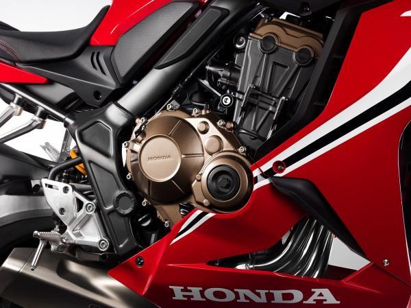 บริเวณเครื่องยนต์ ของ Honda CBR650R