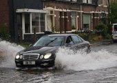 อะไรที่ไม่ควรทำอย่างยิ่งขณะที่ขับรถยามฝนตก