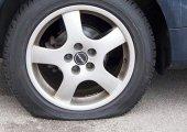 รู้หรือไม่ว่าการจอดรถบนพื้นถนนเรียบเป็นเวลานานๆ มีผลทำให้ยางรถยนต์เสียทรงได้