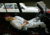 สตาร์ทรถแล้วเปิดแอร์นอนในรถ ทำไมเสี่ยงต่อการเสียชีวิต