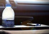 ขวดน้ำพลาสติกเก็บไว้ในรถอันตรายมากกว่าที่คิด