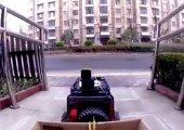 สาวจีนสุดจีเนียส ใช้รถบังคับซื้ออาหาร เพราะหวั่นไวรัสโคโรนา