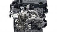 Ford Everest มาพร้อมทางเลือกเครื่องยนต์ 2 รูปแบบ  ได้แก่ เครื่องยนต์ดีเซล 4 สูบ ขนาด 2.2 ลิตร และ เครื่องยนต์ดีเซล 5 สูบ ขนาด 3.2 ลิตร ส่งกำลังผ่านระบบเกียร์อัตโนมัติ 10 สปีด - 2