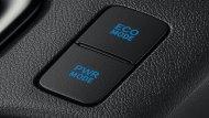 Toyota Hilux Revo Rocco ยังได้รับการติดตั้งโหมดการขับขี่ที่มีให้เลือกทั้งแบบ Eco Mode สำหรับการขับขี่แบบธรรมดา และ Power Mode เมื่อต้องการขับขี่ใช้ความเร็ว โดยปุ่มดังกล่าวอยู่บริเวณด้านข้างของคอนโซลเกียร์  - 9