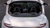 ภาพถ่ายจากด้านบนของ  Aston Martin DB11 Volante ให้ความรู้สึกว่าเป็นรถที่น่านั่ง อีกหนึ่งรุ่น - 5