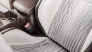 ส่วนภายในก็เป็นอีกหนึ่งไฮไลต์ของ Mercedes-Benz X-Class Yachting Edition ซึ่งหรูหรากว่า Mercedes-Benz X-Class ปกติมาก เบาะหนังเปลี่ยนเป็นของ Recaro Sportster และหุ้มหนัง Nappa Porzellan leather ให้ผิวสัมผัสเนียนละเอียดเหมือนก้นเด็ก - 15