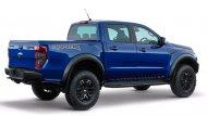 Ford Ranger Raptor เพิ่มทางเลือกเฉดสีตัวถังที่มีถึง 5 รูปแบบ ได้แก่ สีแดง Race Red , สีขาว Frozen White , สีฟ้า Lightning Blue , สีดำ Shadow Black และ เฉดสีทูโทนเทา Conquer Grey ตัดกับเทา Dyno Grey  - 7