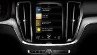 แบบสแกนดิเนเวียนที่ให้ความรู้สึกผ่อนคลาย สบายตา โดยการควบคุมอุปกรณ์ส่วนใหญ่จะสั่งการผ่านหน้าจออินโฟเทนเมนต์ อีกทั้งยังรองรับ Apple CarPlay และ Android Auto - 10