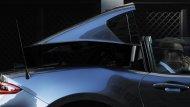 ทั้งรุ่น Club และ Grand Touring มีอุปกรณ์มาตรฐานได้แก่ ไฟหน้า LED ภายในมาพร้อมพวงมาลัย และหัวเกียร์หุ้มหนัง - 6