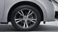 Toyota Corolla Altis 2018 ติดตั้งล้ออัลลอยขนาด 17 นิ้ว พร้อมยางขนาด 215/45 R17     - 2