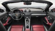 ส่วนภายในห้องโดยสาร Porsche 718 Cayman 2017 ใหม่ องค์ประกอบกับการจัดวางอุปกรณ์ภายใน นั้นไม่ต่างจาก Porsche Cayman หรือ Boxster เดิมมากนัก แต่รายละเอียดถูกขัดเกลาให้สปอร์ตและน่าประทับใจขึ้น  - 4