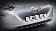 โคมไฟหน้าออกแบบให้เข้ากับกระจังหน้าอย่างลงตัวโดยได้ซ่อนเรดาร์ของระบบควบคุมความเร็วอัจฉริยะไว้อย่างแนบเนียน เพื่อการขับขี่ที่มั่นใจและปลอดภัย  และยังมีเส้นสายสีทองแดงเพื่อเป็นสัญลักษณ์ของรถยนต์พลังงานไฟฟ้า   - 4