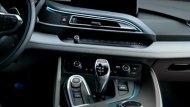 BMW i8 Coupe 2018 มาพร้อมกับโหมดการขับขี่มากถึง  3 โหมด ได้แก่ โหมด COMFORT, โหมด ECO PRO และSPORT แถมยังมีปุ่ม eDrive เพื่อช่วยเพิ่มสมรรถนะของรถ BMW i8 Coupe 2018 - 8