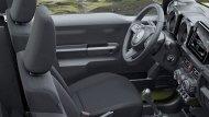 ภายในห้องโดยสารของ Suzuki Jimny 2019 เล็กกะทัดรัดไม่ได้กว้างขวาง แต่เบาะนั่งกระชัดโอบรับสรีระของผู้ขับขี่ได้เป็นอย่างดี - 6