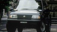 ปี 1988 SUZUKI Vitara รุ่น 3 ประตู เครื่องยนต์ขนาด 1.6 ลิตรมีน้ำหนักเบา ระบบเกียร์ธรรมดา 5 สปีด - 6