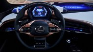 Lexus LF-1 Limitless concept จะไม่มีกระจกมองข้าง แต่จะใช้วิธีติดกล้องเพื่อนำไปแสดงผลที่หน้าจนในรถแทน ซึ่งหน้าจอนั้นจะสามารถควบคุมด้วยระบบ Gesture control system คือใช้ท่าทางของมือในการสั่งการหน้าจอ - 6
