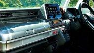 ภายใน Suzuki Spacia Gear 2019 ยังคงเหมือนกับ Spacia อีก 2 เวอร์ชั่นก่อนหน้า แค่ตกแต่งฝากล่องเก็บของบนแผงหน้าปัดใหม่เพื่อให้เข้ากับบุคลิกของรถ - 3