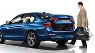 BMW 3 Series 2019 จัดเทคโนโลยีสุดล้ำสมัยสำหรับการเปิดประตูท้ายแบบไม่ต้องสัมผัสประตูและรีโมท เพียงแค่สอดเท้าเข้าไปใต้กันชนหลังเพียงเท่านี้ประตูท้ายก็จะเปิดผ่านเซ็นเซอร์ที่ตรวจสอบว่ารหัสของกุญแจที่คุณมีนั้นตรงกัน - 7