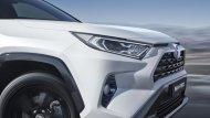 ในโฉมที่ 5 ของ Toyota RAV4 จะมีเครื่องยนต์ 4 สูบแบบใหม่ใหม่ให้เลือก 3 แบบ : เครื่อง 2.0 ขับเคลื่อนล้อหน้า เครื่อง 2.5 ลิตรขับเคลื่อนน้ำมัน 4 ล้อแบบเมคานิค และเครื่อง 2.5 ลิตร Hybrid และเลือกระบบขับเคลื่อนได้ระหว่างล้อหน้าหรือขับเคลื่อนแบบไฟฟ้าสี่ล้อ - 6