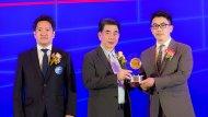 มร. จั่ว เฉิน ผู้อำนวยการฝ่ายการตลาด บริษัท เอ็มจี เซลส์ (ประเทศไทย) จำกัด เป็นตัวแทนรับมอบรางวัลจาก นายศิริรุจ จุลกะรัตน์  รองปลัดกระทรวงอุตสาหกรรม - 2