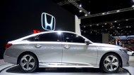 Honda Accord 2019 มากับเส้นสายบนตัวรถที่ถูกปรับให้ดูสปอร์ตโฉบเฉี่ยวโดนใจนักขับผสานกับการติดตั้งกระจกมองข้างปรับพับได้ด้วยไฟฟ้าพร้อมไฟเลี้ยวในตัว  - 3
