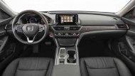 Honda Accord 2019 ได้รับการตกแต่งภายในอย่างประณีตด้วยเฉดสีทูโทนดำ-ครีม ส่วนเบาะนั่งปรับได้ด้วยไฟฟ้าหุ้มด้วยวัสดุหนังเย็บเก็บตะเข็บด้วยด้ายสีขาว  - 4