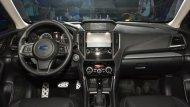Subaru Forester 2019 ได้รับการตกแต่งภายในห้องโดยสารอย่างประณีตด้วยเฉดสีทูโทนดำ-ครีม คอนโซลหน้าตกแต่งด้วยสีดำและเบาะนั่งหุ้มด้วยหนังแท้เย็บเก็บตะเข็บด้วยด้ายสีขาว  - 1