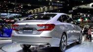 Honda Accord ติดตั้งไฟท้ายแบบ LED รูปทรงตัว C พร้อมไฟเบรกดวงที่ 3 แบบ LED อีกทั้งยังเสริมด้วยสปอยเลอร์ทรงสปอร์ตพร้อมท่อไอเสียแบบคู่ตกแต่งปลายท่อโครเมี่ยม  - 9