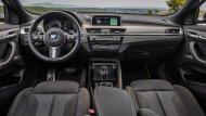 BMW X2 2019 ได้รับการตกแต่งภายในด้วยเฉดสีทูโทนดำ-เทา คอนโซลหน้าตกแต่งด้วยหนังพร้อมอลูมิเนียมลาย Hexagon เบาะนั่งหุ้มด้วยหนัง Dakota แบบเจาะรูสามารถที่จะปรับองศาได้ด้วยไฟฟ้า  - 5