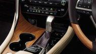 Lexus RX 450h ส่งกำลังด้วยระบบเกียร์อัตโนมัติ E-CVT ให้ความเร็วสูงสุด 200 กิโลเมตร/ชั่วโมง พร้อมระบบขับเคลื่อนแบบ E-Four อัตราการเร่งระยะ 0-100 กิโลเมตร/ชั่วโมง ภายใน 7.7 วินาที  - 8
