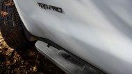 ซึ่งโช้คอัพด้านหน้าเป็นของ Fox ขนาด 2.5 นิ้ว มีระยะยืดตัวได้มากขึ้น 18 มม. มีการปรับสปริงเรตใหม่ ส่วนด้านหลัง Toyota Sequoia TRD Pro ก็เปลี่ยนมาใช้โช้คอัพ โมโนทูบ พร้อมซับแท้งก์ ขนาด 2 นิ้ว จาก Fox เช่นกัน - 5