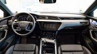 ภายในของ Audi e-tron หรูหราด้วยวัสดุคุณภาพสูงตามสไตล์ Audi ที่เนี้ยบเรียบ และดูไฮเทค จอเป็นดิจิทัลทั้งมาตรวัดและแผงอุปกรณ์เพื่อลดปุ่มกด ดูกลมกลืนไปกับแผงหน้าปัด  - 7