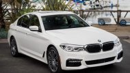 BMW 3 Series 2019 ซีดานสายพันธุ์สปอร์ตที่มาพร้อมความเรียบหรูในระดับเฟิร์สคลาสผ่านการออกแบบโคมไฟหน้าที่มีการติดตั้งหลอดไฟแบบ LED สามารถปรับองศาได้ตามการเลี้ยวของพวงมาลัย  - 1