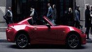 Mazda MX-5 RF 2019 ได้รับการติดตั้งหลังคาเปิดประทุนแบบหลังคาแข็งพร้อมระบบเปิด-ปิดด้วยไฟฟ้าภายใน 13 วินาที ในระดับความเร็วที่ไม่เกิน 10 กม./ชม. โดยที่ผู้ขับขี่เพียงสัมผัสไปที่ปุ่มควบคุมหลังคาเท่านั้น  - 1