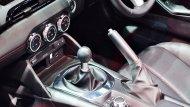 Mazda MX-5 RF 2019 มาพร้อมกับทางเลือกรุ่นย่อยที่มีการติดตั้งระบบส่งกำลังให้ทั้งแบบอัตโนมัติ 6 สปีด และ ระบบเกียร์ธรรมดาแบบ 6 สปีด - 7