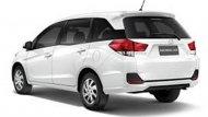 ด้านหลัง Honda Mobilio ได้รับการติดตั้งกันชนหลังแบบสปอร์ตพร้อมสเกิร์ตด้านหลังแบบสปอร์ตอีกเช่นเดียวกัน ไฟเบรกดวงที่ 3 แบบ LED ส่วนช่วงล่างได้รับการติดตั้งล้ออัลลอยขนาด 15 นิ้ว ลายใบพัดพร้อมยางขนาด 185/65 R15  - 4