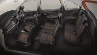 ภายใน Honda Mobilio ได้รับการตกแต่งด้วยสีดำและวัสดุตกแต่งคอนโซลหน้าแบบ Piano Black ติดตั้งเบาะนั่งจำนวน 3 แถว 7 ที่นั่ง โดยเบาะนั่งแถวที่ 2 พับแยกแบบ 60:40 ส่วนเบาะนั่งแถวที่ 3 พับแยกได้แบบ 50:50 หรือ พลิกกลับไปด้านหน้า 2 จังหวะ  - 7