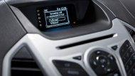 ฟอร์ด เอคโคสปอร์ตให้ความบันเทิงผ่านหน้าจอแสดงข้อมูลอเนกประสงค์ขนาดใหญ่พร้อมเครื่องเล่นวิทยุ , CD , MP3 รวมถึงช่องต่อ AUX และ USB รองรับการเชื่อมต่อข้อมูลไร้สายผ่านสัญญาณบลูทูธ และ ระบบสั่งงานด้วยเสียง SYNC - 6