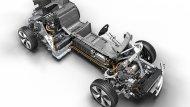 BMW i8 Roadster ติดตั้งเครื่องยนต์เบนซิน 3 สูบ TwinPower Turbo Plug-In Hybrid ขนาด 1.5 ลิตร ให้กำลังสูงสุด 231 แรงม้า ที่ 5,800-6,000 รอบ/นาที แรงบิดสูงสุด 320 นิวตัน-เมตร ที่ 3,700 รอบ/นาที จับคู่กับแบตเตอรี่ลิเธียมไอออนขนาดความจุ 34 แอมป์  - 9