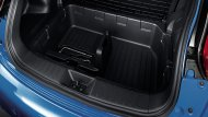 ห้องเก็บสัมภาระด้านหลังเป็นแบบ 2 ชั้น เพื่อให้ผู้ขับขี่สามารถเก็บสัมภาระได้อย่างเป็นสัดส่วนมากยิ่งขึ้น    - 3