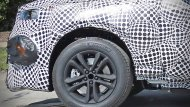 Ford เองก็พยายามปกปิดภาพรถคันจริงและเลือกเปิดเผยเฉพาะภาพกับข้อมูลบางส่วนที่พอจะเอามาให้เป็นประเด็นได้ว่า Ford Mustang อาจมีทายาทเป็นรถ SUV ขับเคลื่อนด้วยขุมพลังไฟฟ้า  - 6
