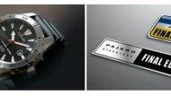 """รถรุ่นนี้มีของแถมเป็นแผ่นป้ายชื่อรุ่นพิเศษ """"Final Edition"""" พร้อมระบุหมายเลขประจำรถยนต์, สปอยเลอร์หลัง, บังโคลน และฝาครอบยางอะไหล่ด้านหลัง พร้อมชื่อ """"Pajero"""" และนาฬิกาข้อมือจาก CITIZEN ที่ระบุหมายเลขประจำรถยนต์ และสติกเกอร์ชื่อรุ่นเมื่อซื้อรถคันนี้ - 7"""