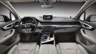 Audi Q7 ตกแต่งภายในด้วยสีทูโทนครีม-ดำ ตกแต่งแผงประตูด้วยวัสดุหนังสีน้ำตาล เพิ่มความสะดุดตาด้วยช่องแอร์ที่มีลักษณะเป็นแนวยาวแนบติดไปกับกระจังหน้าและเบาะนั่งภายในหุ้มด้วยหนังสีน้ำตาลปรับได้ด้วยไฟฟ้าพร้อมระบบบันทึกความจำ - 9